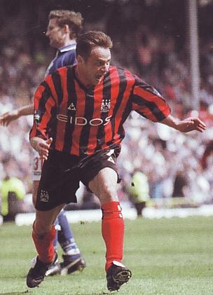 blackburn away 1999 to 2000 dickov goal2