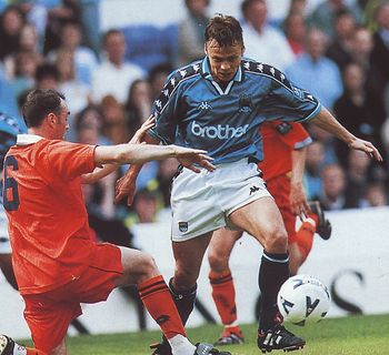 blackpool home 1998 to 99 action 3