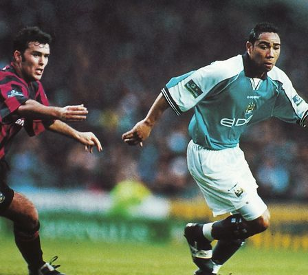 huddersfield home 1999 to 00 action