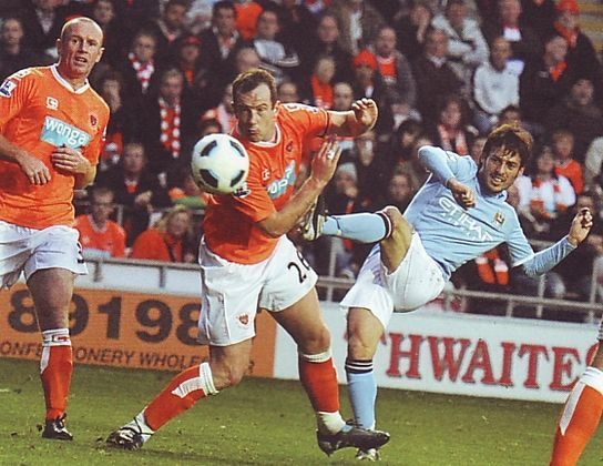 Blackpool away 2010 to 11 silva goal2