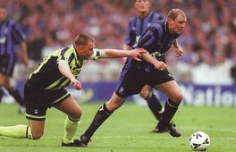 Gillingham playoff final 1998 to 99 action4