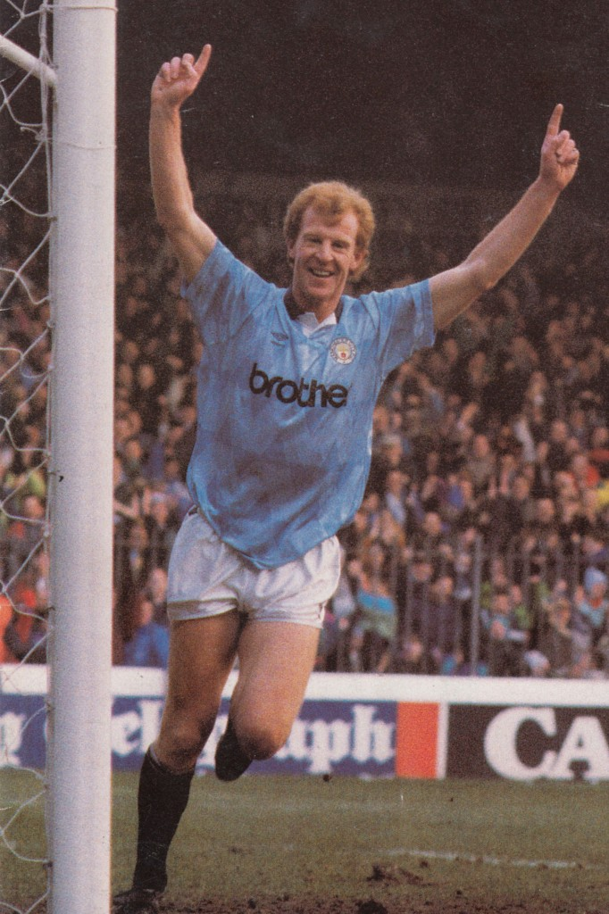chelsea home 1990 to 91 megson goal3