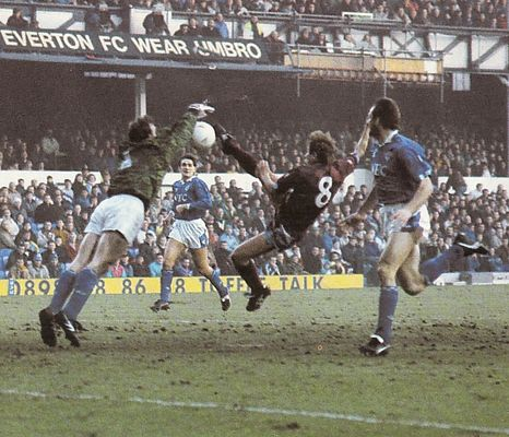everton away 1990 to 91 action2