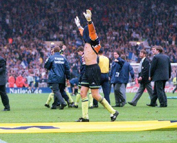 gillingham playoff 1998 to 99 weaver celeb5