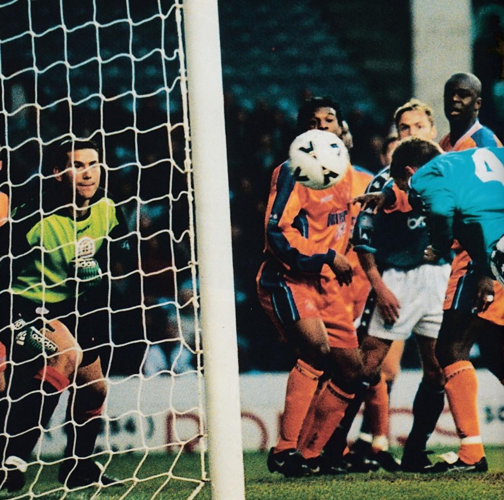 luton home 1998 to 99 vaughan goal4