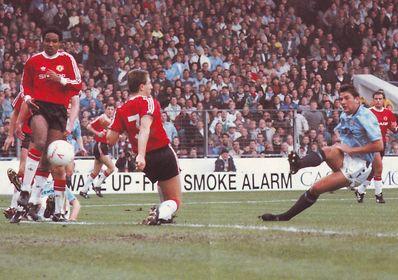 man utd home 1990 to 91 1st white goal