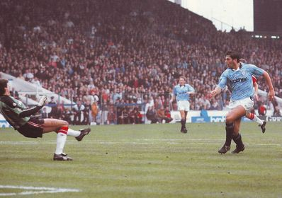 man utd home 1990 to 91 2nd white goal2