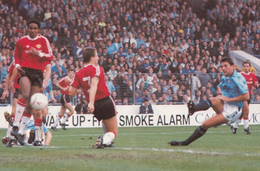 man utd home 1990 to 91 white goal6