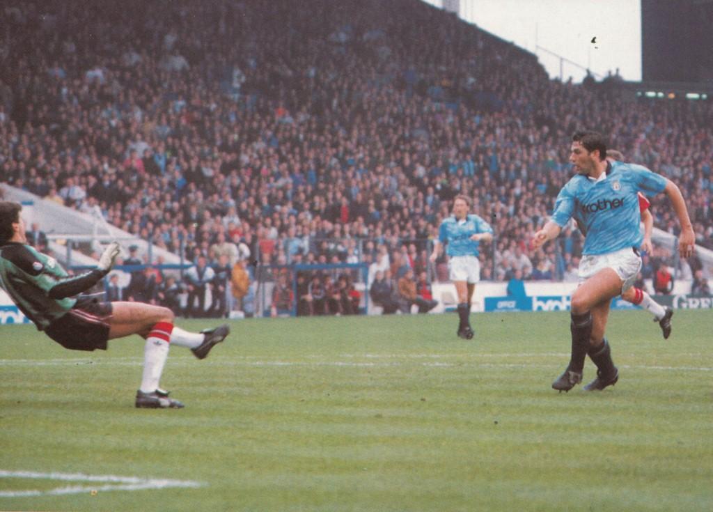 man utd home 1990 to 91 white goal7