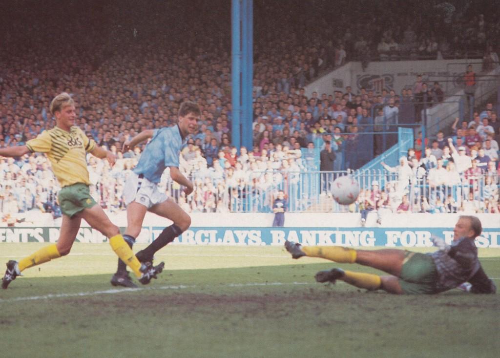 norwich home 1990 to 91 quinn goal2