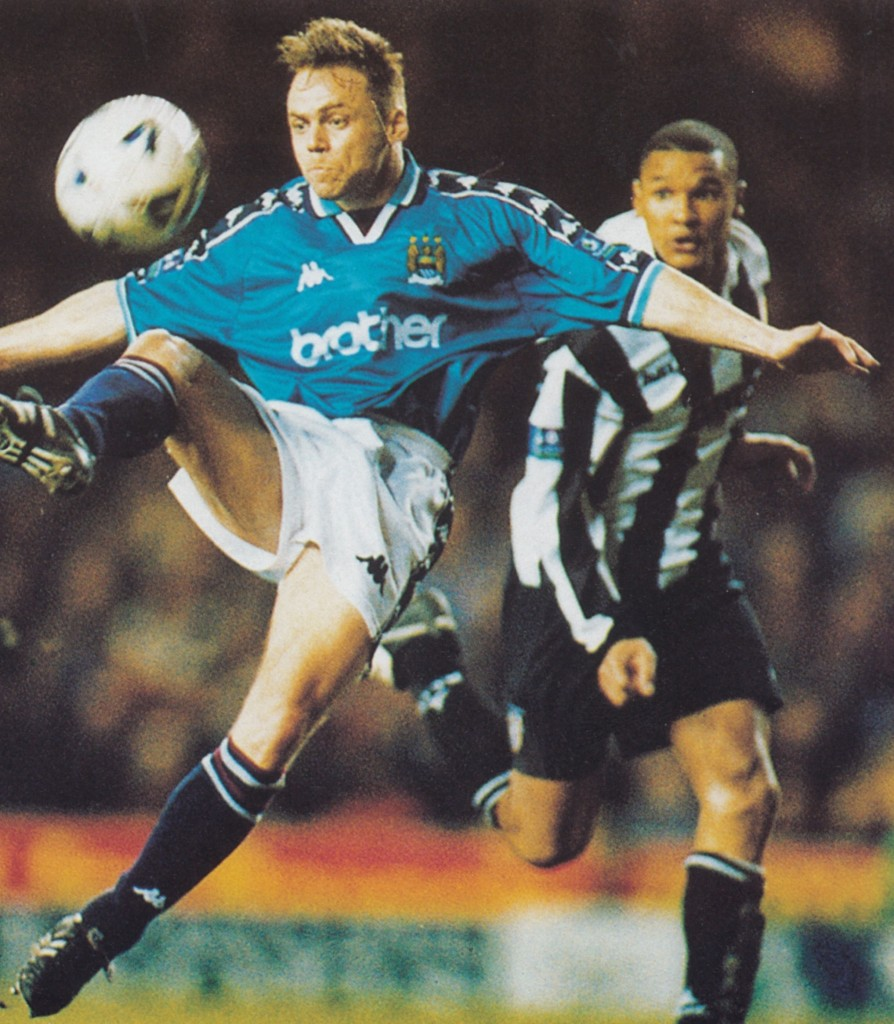 notts county home 1998 to 99 action10
