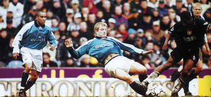 aston villa home 2000 to 01 action2