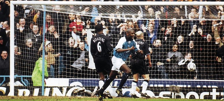 aston villa home 2000 to 01 goater goal