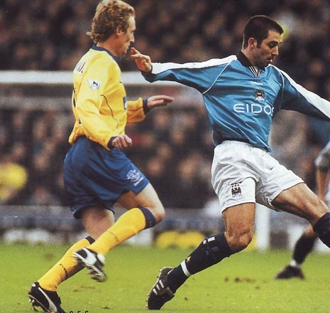 everton home 2000  to 01 action