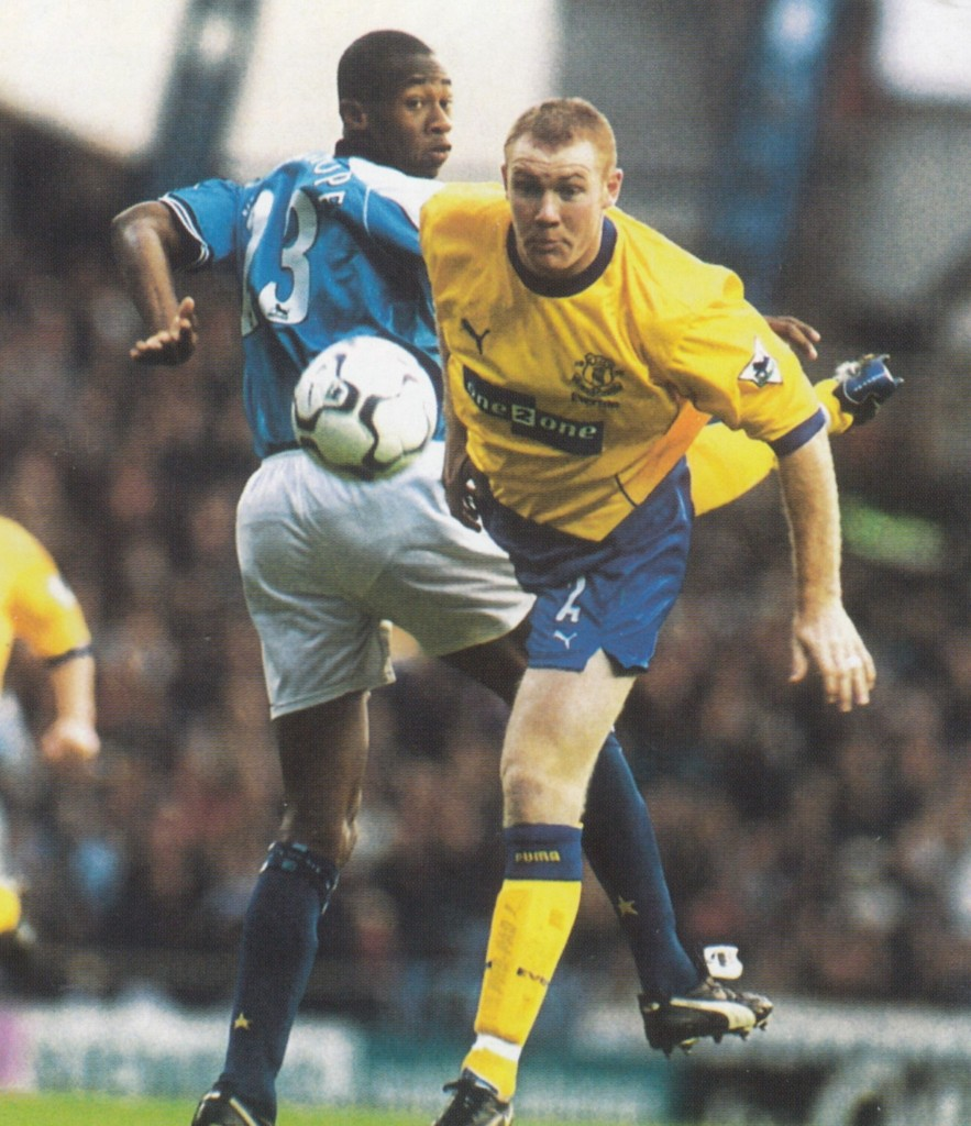 everton home 2000 to 01 action15