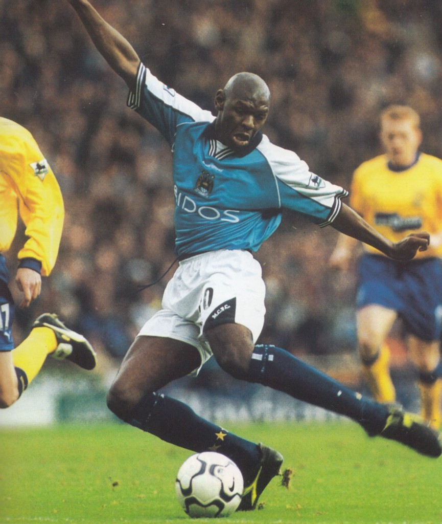 everton home 2000 to 01 action16