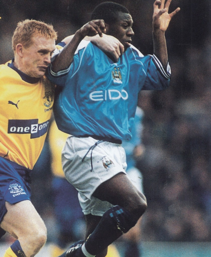 everton home 2000 to 01 action7