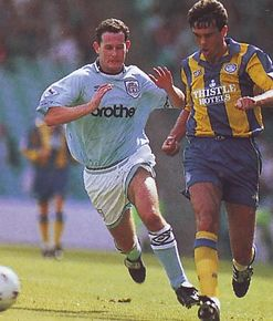 leeds home 1993 to 94 action3