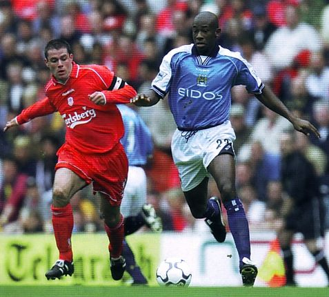 liverpool away 2000 to 01 action