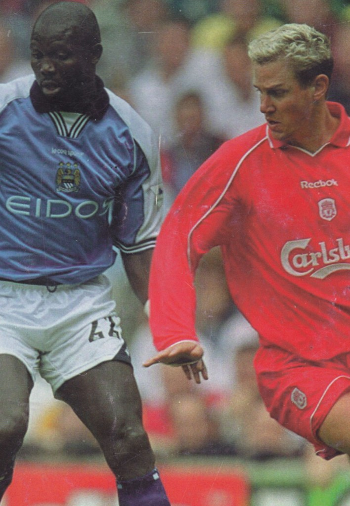 liverpool away 2000 to 01 action5