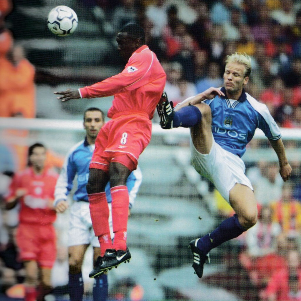 liverpool away 2000 to 01 action8