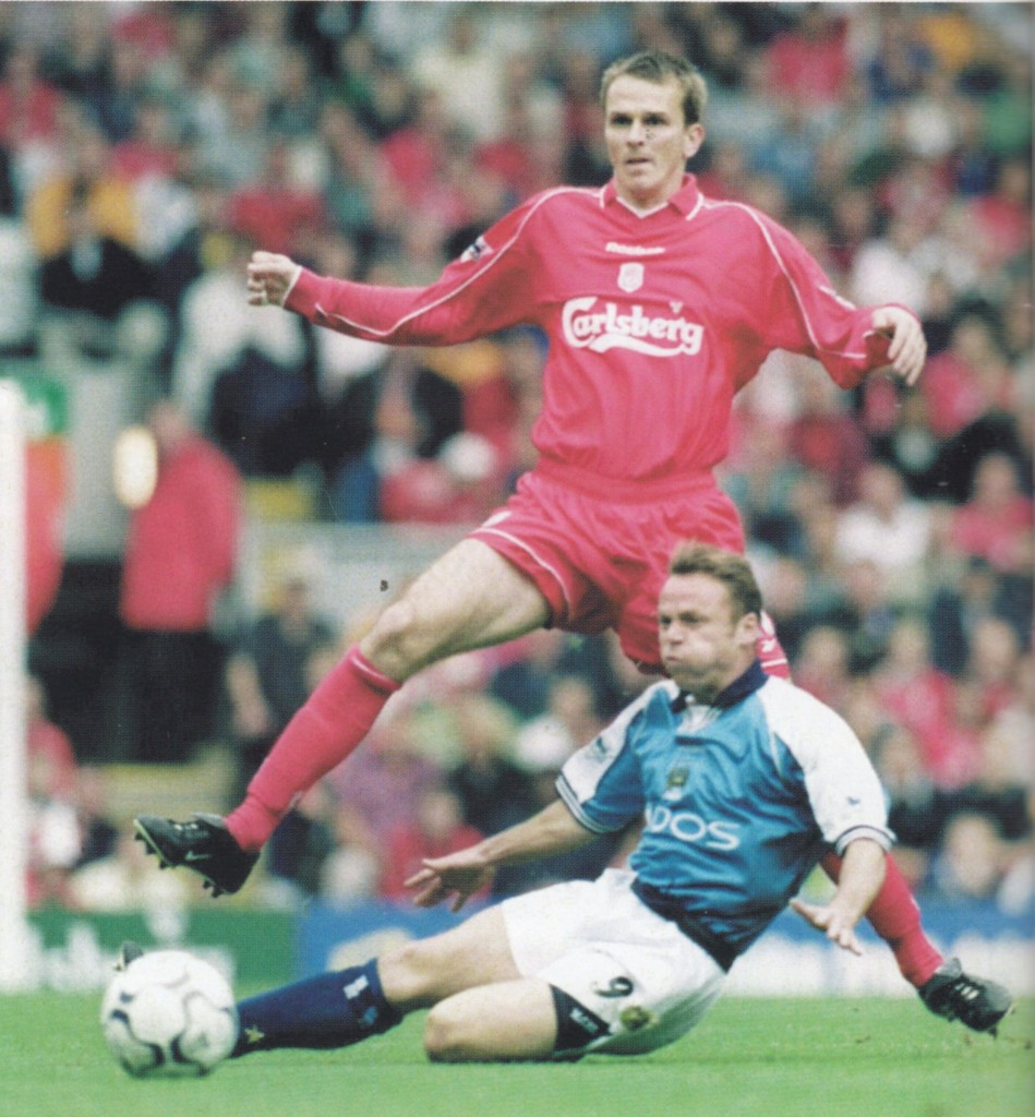 liverpool away 2000 to 01 action9