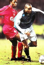 liverpool home 2000 to 01 action
