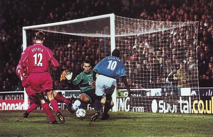 liverpool home 2000 to 01 action3