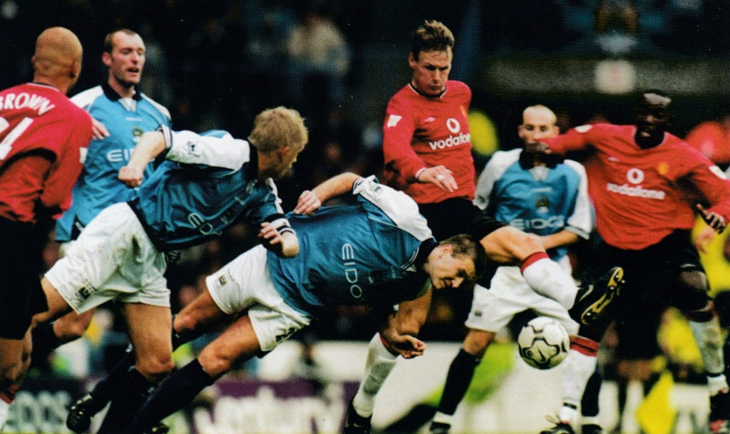 manchester united home 2000 to 01 action