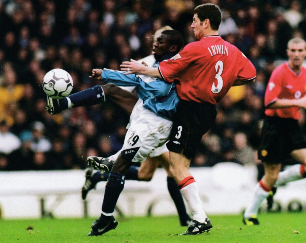 manchester united home 2000 to 01 action2