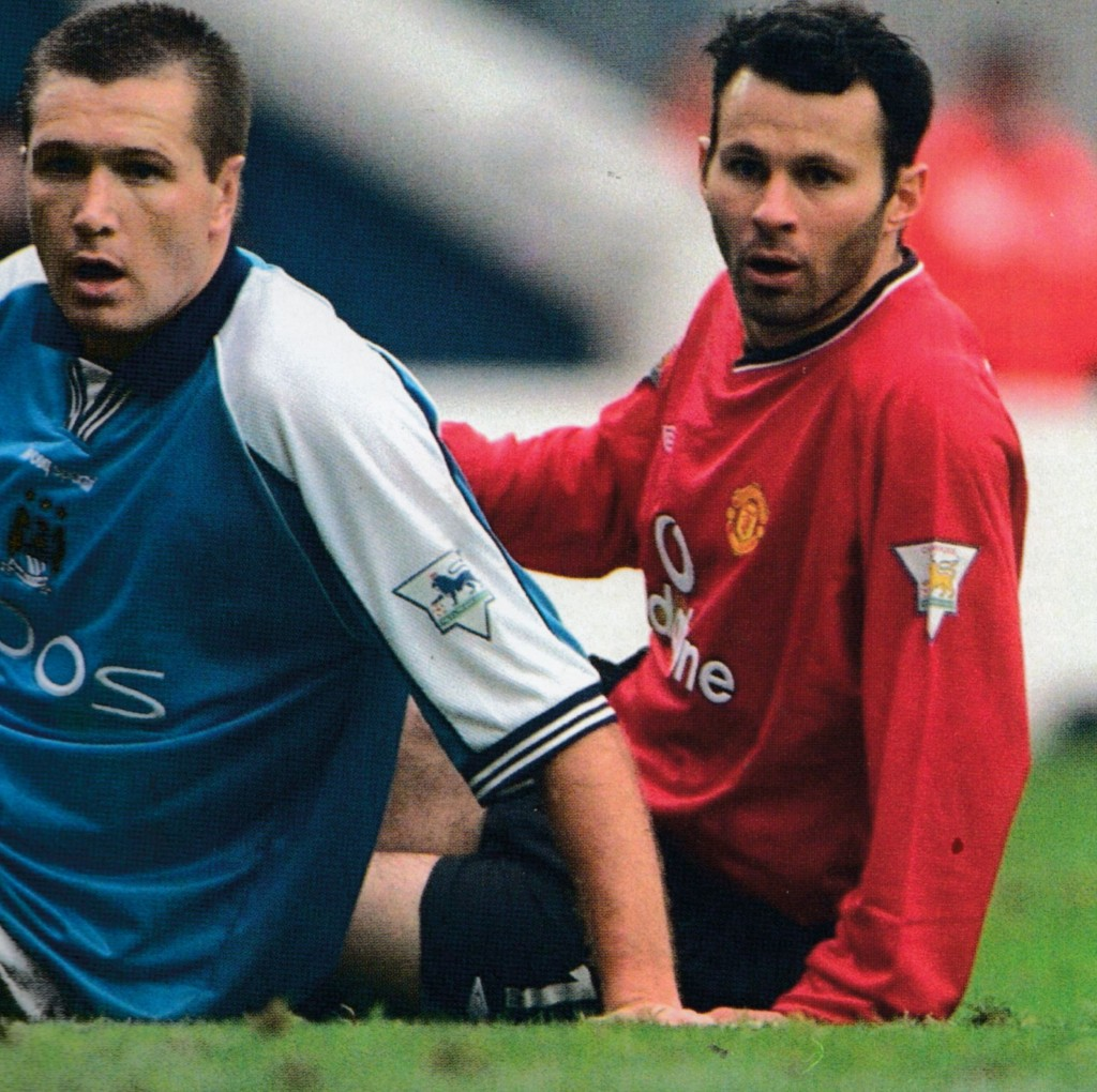 manchester united home 2000 to 01 action3