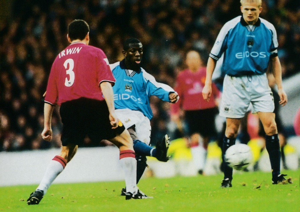 manchester united home 2000 to 01 action6