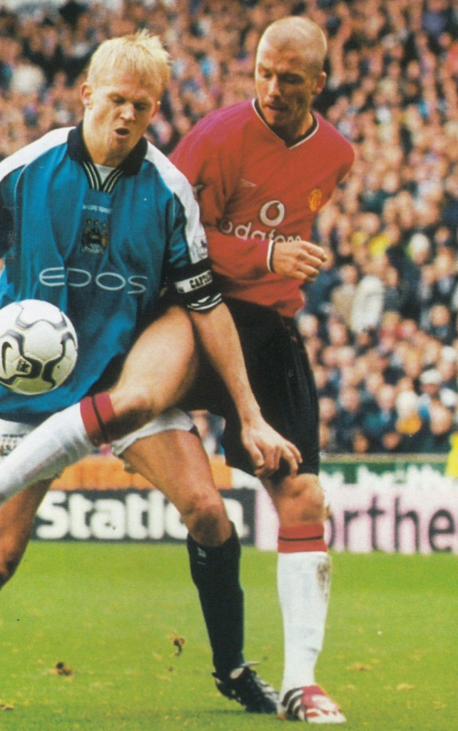 manchester united home 2000 to 01 action8