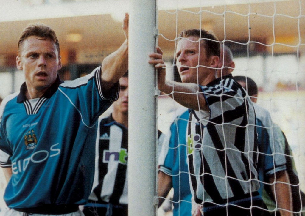 newcastle home 2000 to 01 action6