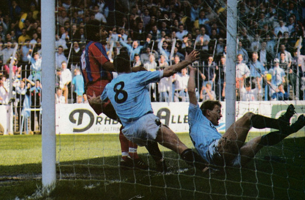 crystal palace home 1988 to 89 gleghorn goal2