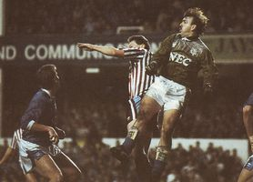 everton away 1989 to 90 action3