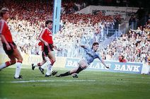 man utd home 1989 to 90 hinchliffe goal