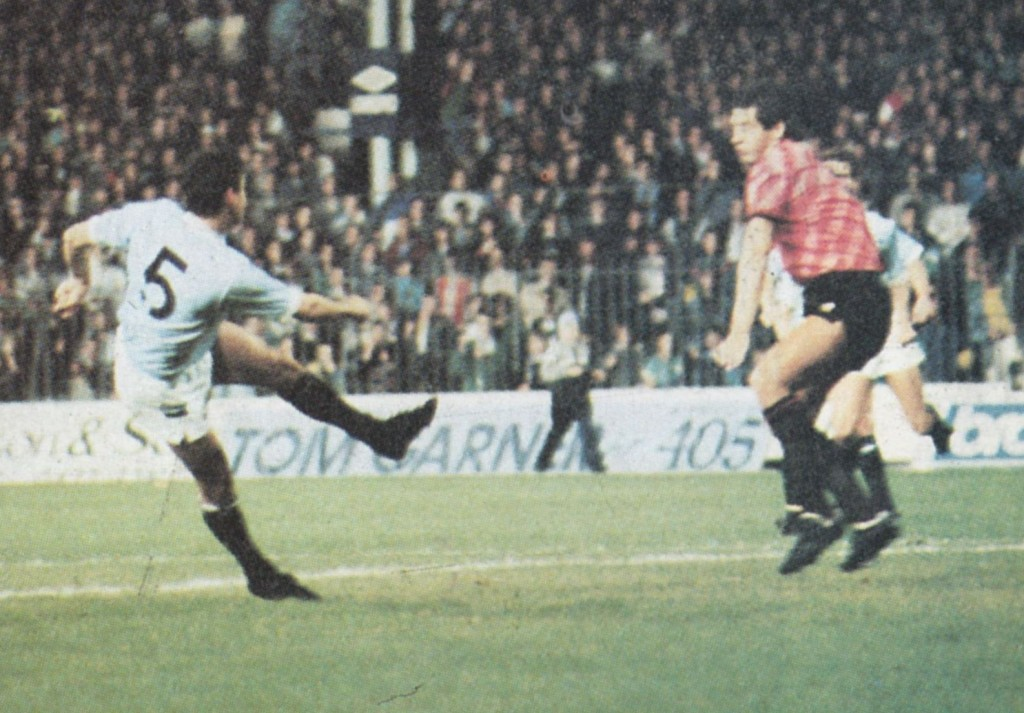 portsmouth home 1988 to 89 biggins goal2