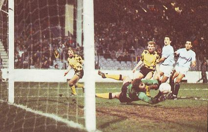 Huddersfield home replay fa cup 1987 to 88 action2