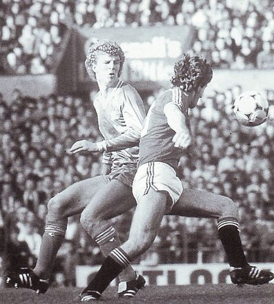 man united away 1982 to 83 action 2