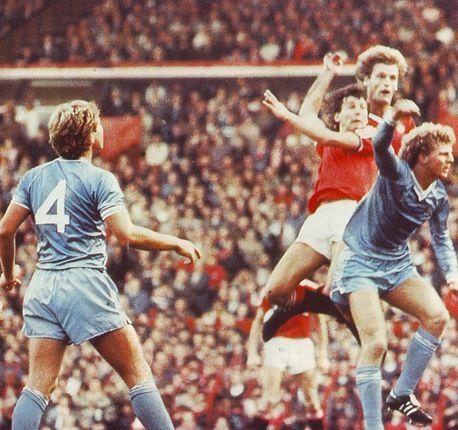 man utd away 1982 to 83 action
