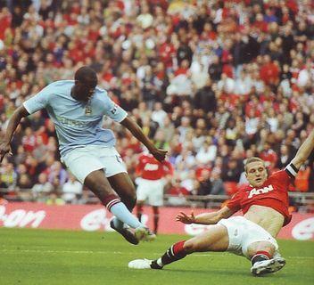 man utd fa cup 2010 to 11 yaya goal6