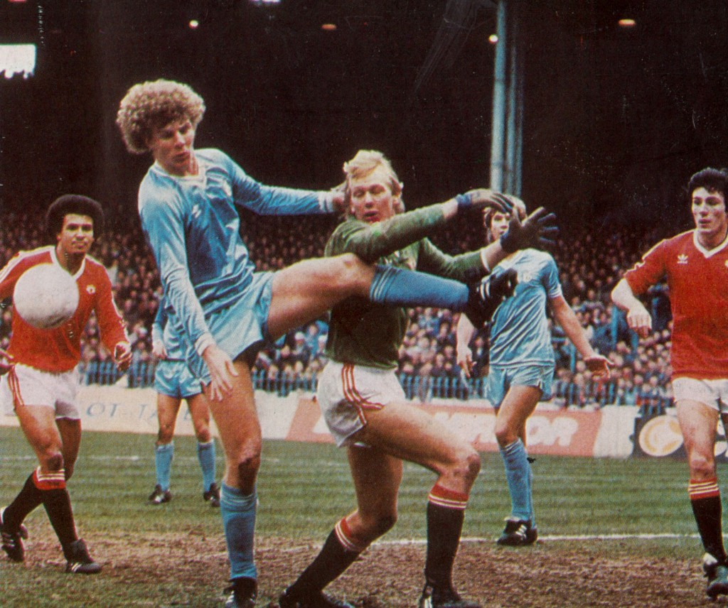 man utd home 1982 to 83 action7