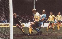 norwich home 1982 to 83 cross goal2