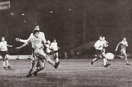 tottenham home 1980 to 81 mackenzie volleyed goal3