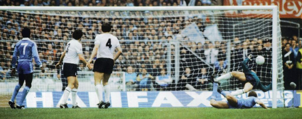 1981 fa cup final hutchinson goal6