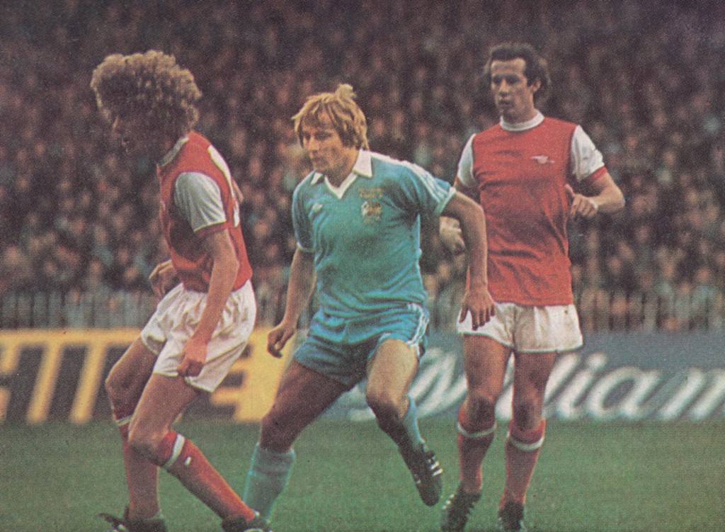 arsenal home 1977 to 78 action 7