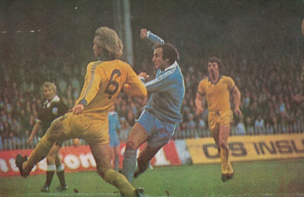 chelsea home 1977 to 78 tueart 1st goal 2