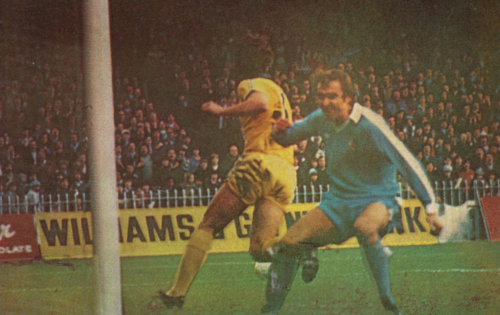 chelsea home 1977 to 78 tueart near miss