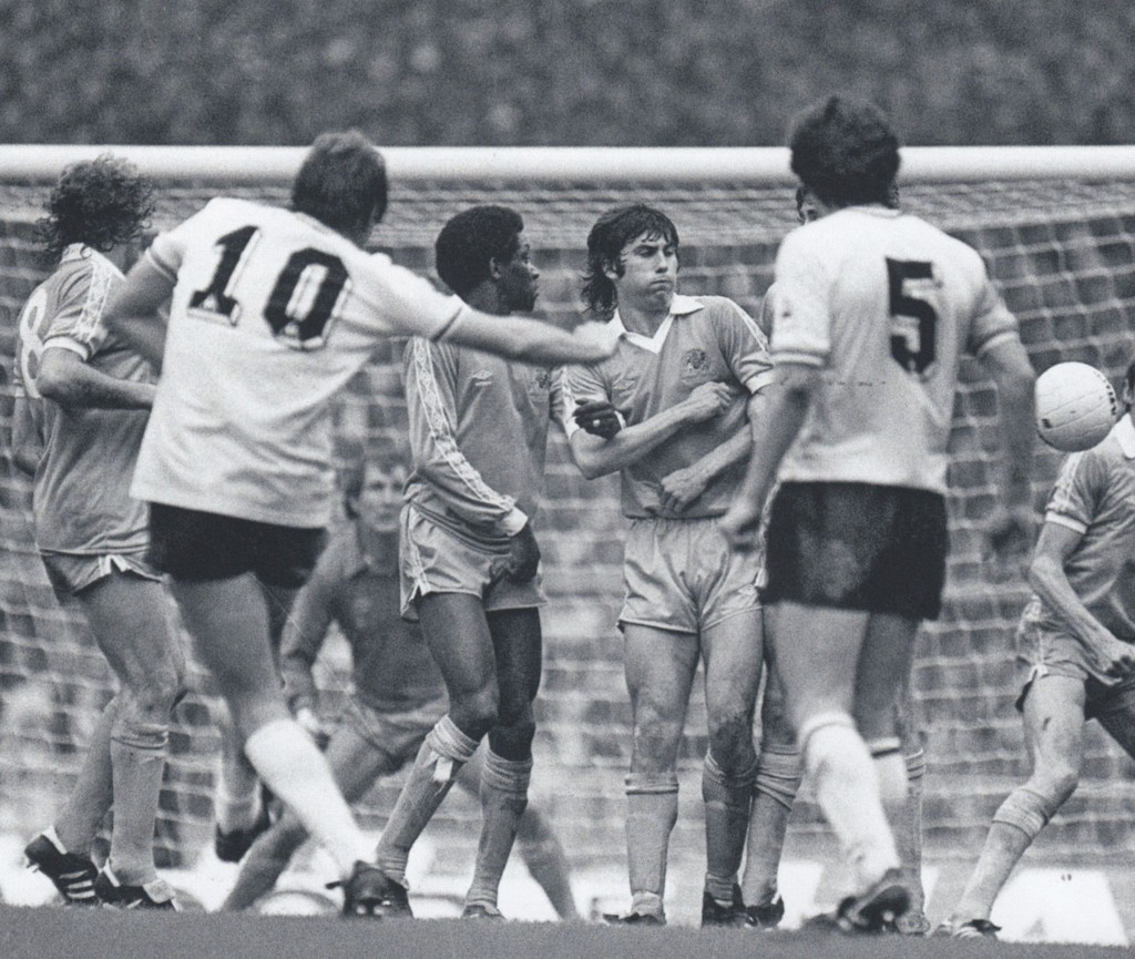 spurs 1981 fa cup final hutchison og 6